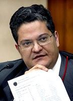 Deputado federal por Goiás cassado não precisa de liminar para permanecer no cargo